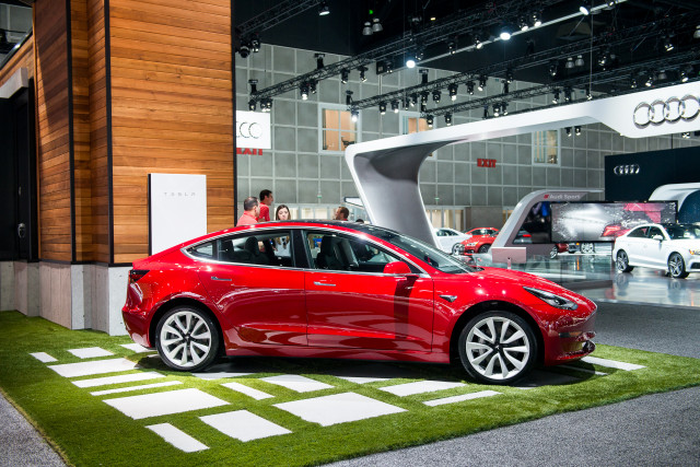Bmw 530e Wireless Charging Tesla Model 3 Electric Issues And Epa