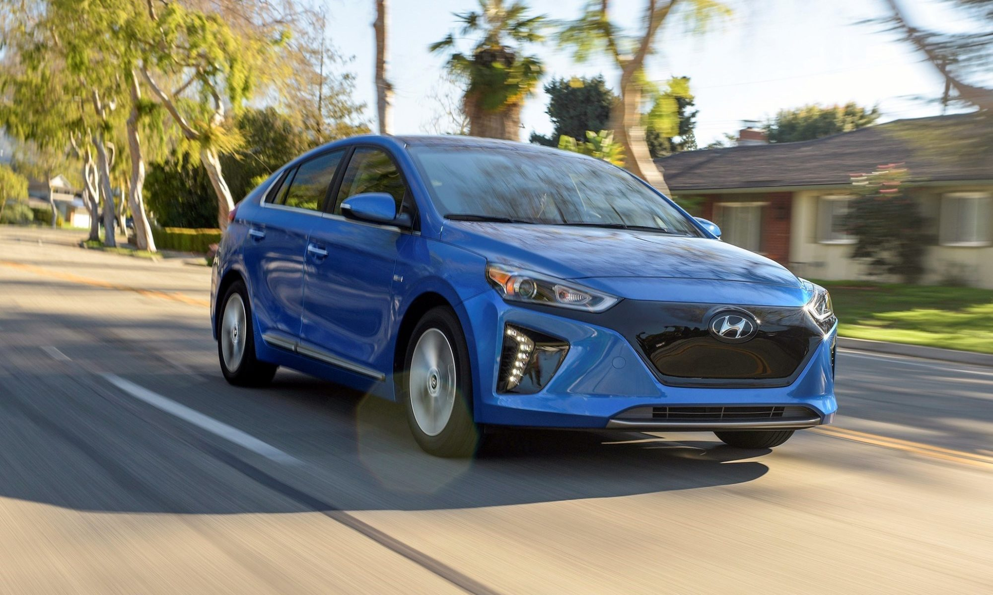 Green Car Reports >> Green Car Reports Top 10 Greenest Cars For 2019 Leccar